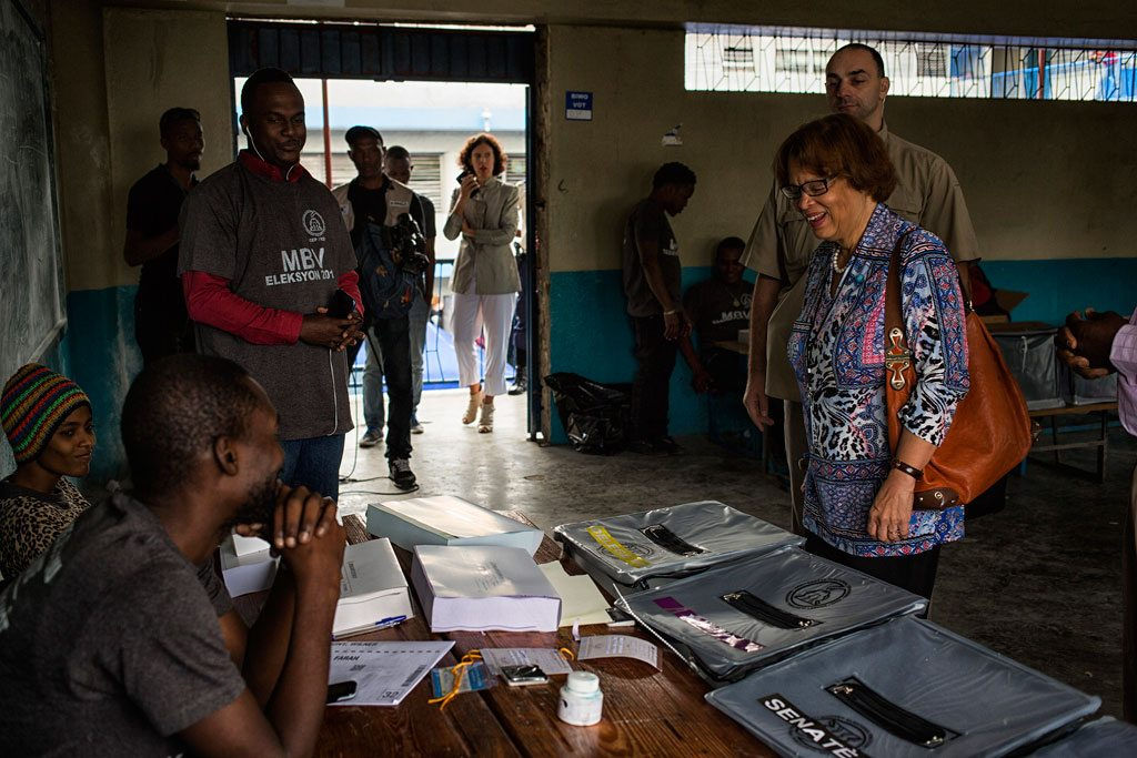 Head of the UN Mission in Haiti (MINUSTAH) Sandra Honoré (right) visits voting stations in Port au Prince, during the country's 29 January 2017 elections. Photo; UN/MINUSTAH/Logan Abassi
